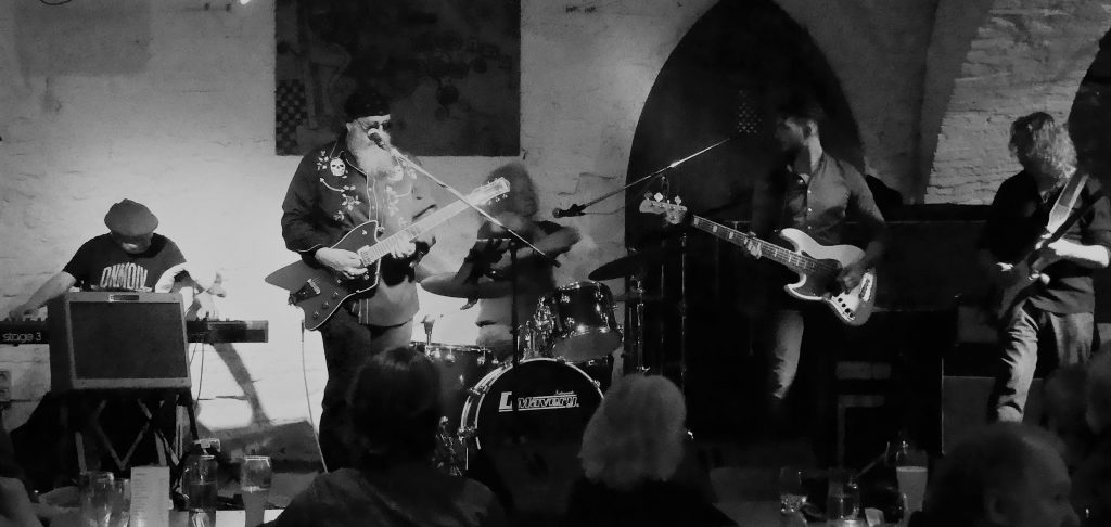 In April, The Fabulous Robert Cotton Band opened a packed house  at the historical Wurzburg  live music venue The Omnibus. On the menu we had Hot Blues mixed with tangy Classic rock.